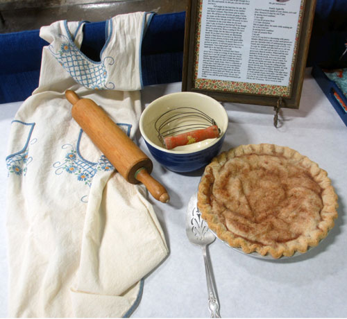 family apple pie apron rolling pin recipe